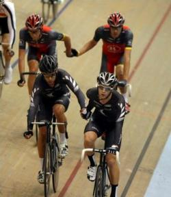 Aaron Gate and Myron Simpson on their way to winning the 2010 RaboDirect National Madison Champs