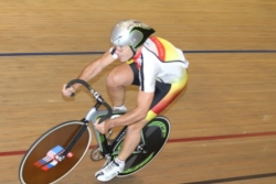 Mike White anchoring the Southland team to victory in the Masters Team Sprint