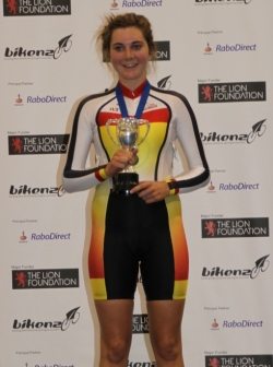 Sophie Williamson wins the Points Race title for 2011