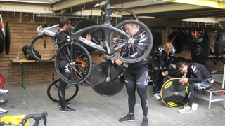 Matt Archibald in the NZ pit at Cottbus velodrome