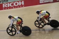 Steph Mckenzie and Natash Hansen in the Elite Women Sprint Final