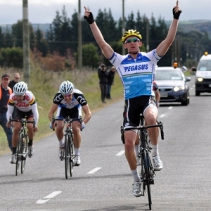Sam Horgan wins Club Road Nationals Elite Road Race - Photo by Don Kennedy