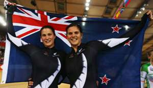 Phillipa Gray and Laura Thomson after winning gold