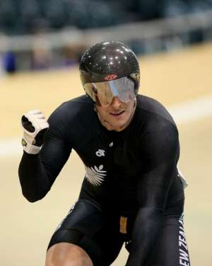 Eddie Dawkins wins the men's keirin at Festival of Speed