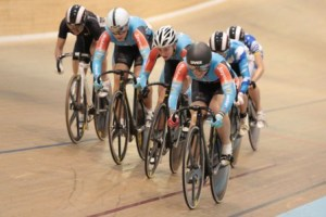Anna Meares wins the Women's keirin
